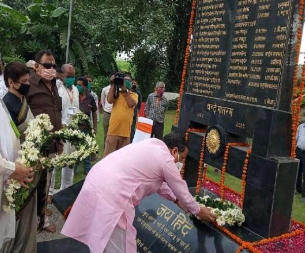ऊपर से गोलियां चलती थी, नीचे से सैनिक भारत मां के जयकारे लगाकर माकूल जवाब देते थे : डॉ दिनेश शर्मा