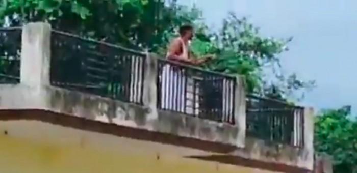 मामूली विवाद को लेकर हुई मारपीट, दबंग युवक ने लाइसेंसी बंदूक से विपक्षियों को धमकाया