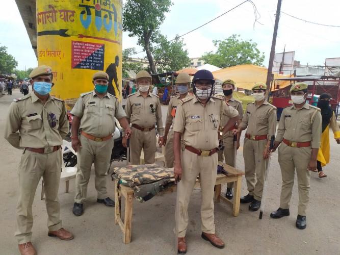 बछरावां पुलिस द्वारा निकाला गया फ्लैग मार्च लोगों को दी गई नसीहत