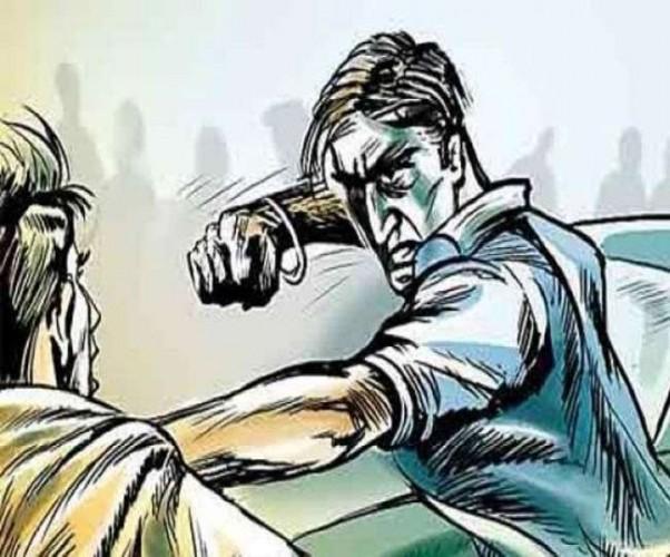 देवरिया में पुलिसकर्मियों को पिकअप से कुचल कर मारने का प्रयास