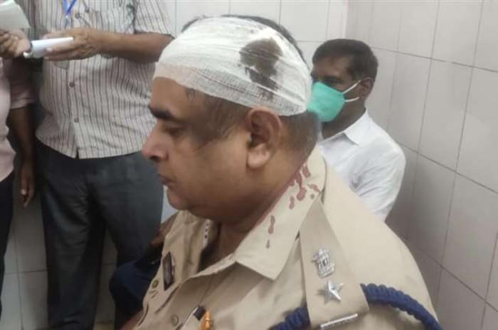 बलिया के रसड़ा में पुलिस पर पथराव, एएसपी, सीओ समेत आधा दर्जन जवान घायल