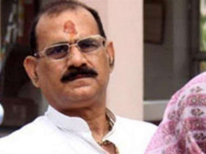 गोपीगंज के व्यापारी मामले में विधायक विजय मिश्र से कनेक्शन खोज रही भदोही पुलिस