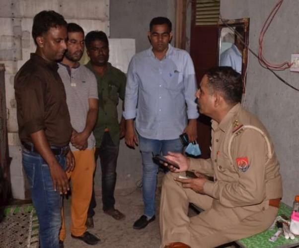 मेरठ में चप्पल बेचने के बहाने घर में घुसे, पानी मांगा और लूट की वारदात को दिया अंजाम