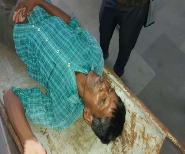 बाराबंकी के डीएम ऑफिस के बाहर फरियादी ने खाया जहरीला पदार्थ, हालत गंभीर