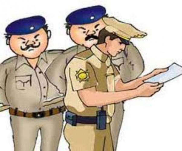 वाराणसी में सिगरा पर अवैध हुक्काबार में पुलिस का छापा