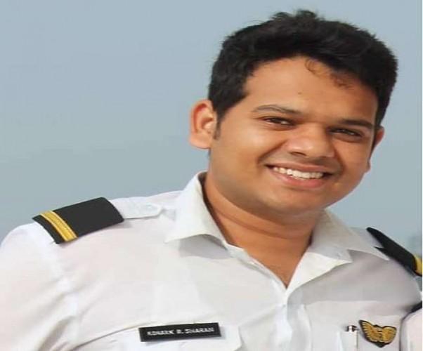 आजमगढ़ के सरायमीर में दो सीटर एयरक्राफ्ट गिरा, पायलट की मौत