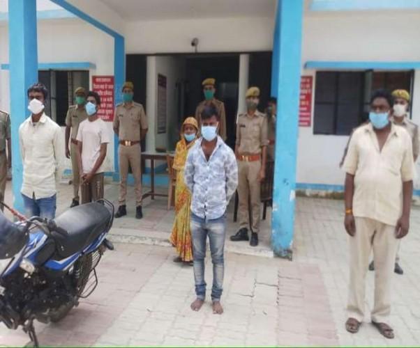 सीतापुर में युवती को पेट्रोल डालकर जिंदा जलाने के मामले में मुख्य आरोपित व मां-बाप समेत पांच गिरफ्तार
