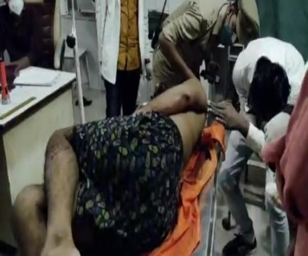 गोंडा में मंदिर के जमीनी विवाद में पुजारी को मारी गोली,