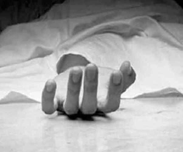 संदिग्ध परिस्थितियों में मिला शव  परिजनों ने लगाया हत्या का आरोप