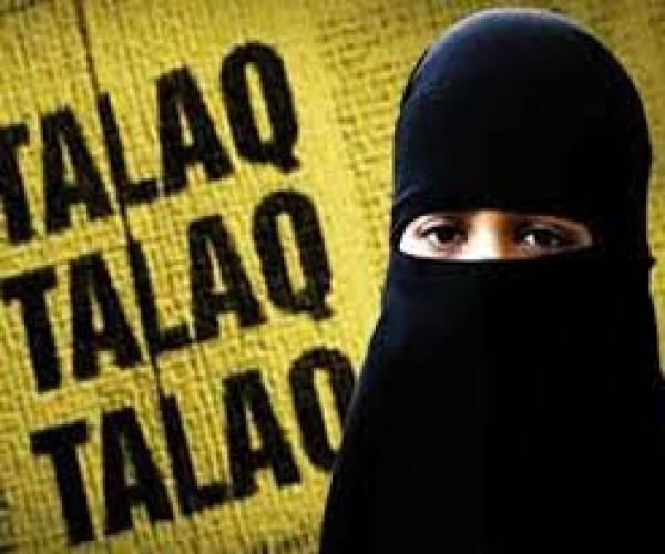 अलीगढ़ मे तीन तलाक बोलकर भाग गया शौहर