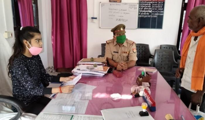 एक दिन के लिए शिवगढ़ 'थानाध्यक्ष' बनी कॉलेज टॉपर ऐश्वर्या शर्मा ने काटा महिला आरक्षी का जुर्माना