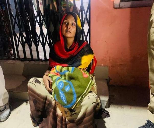 हरदोई में बच्चे की मौत के बाद पत्नी को अस्पताल में छोड़कर पति फरार