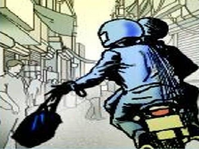 लखनऊ में टप्पेबाज किशोर ने कार से उड़ाया लैपटॉप बैग