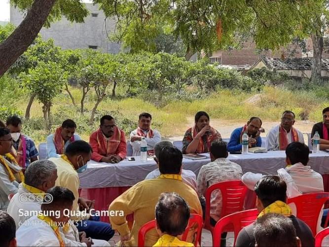 पंचायत चुनावों को लेकर भाजपा जिला अध्यक्ष मधु शर्मा ने कार्यकर्ताओं के साथ की बैठक