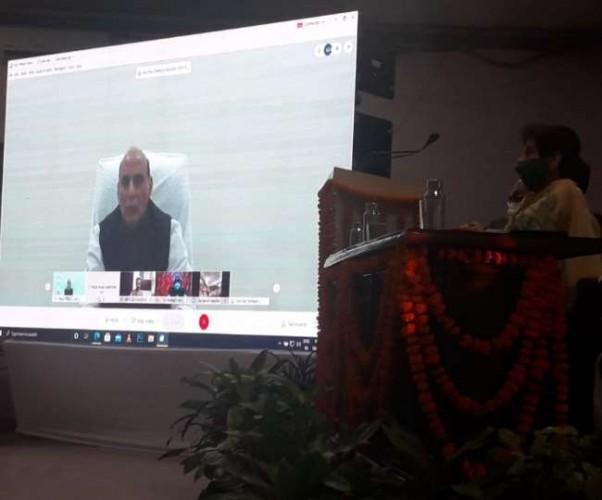 रक्षामंत्री राजनाथ सिंह ने दिल्ली से दबाया बटन, लखनऊ में विकास कार्यों का किया शिलान्यास