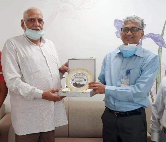 पूर्व विधायक ठा. सुरेन्द्र बहादुर सिंह ने सवा करोड़ रूपये की धनराशि की दान