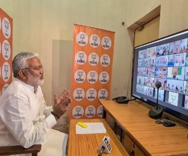 बीजेपी अध्यक्ष स्वतंत्र देव सिंह ने वीडियो कांफ्रेंसिंग कक्षों का किया शुभांरभ, कहा- डिजिटल संवाद ने समाप्त की दूरियां