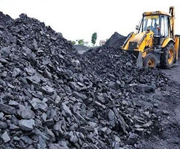 मऊ में कोयला माफिया का 25 लाख का 300 टन कोयला जब्त