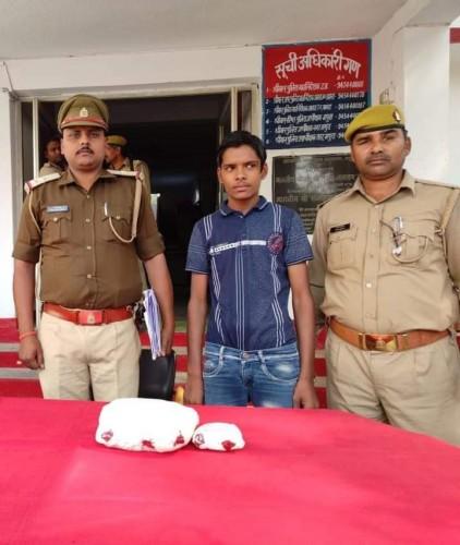 थाना जमुनापार पुलिस द्वारा 945 ग्राम अवैध गांजे सहित अभियुक्त गिरफ्तार।