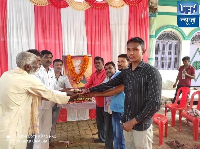 हमीरपुर कस्बे में वाल्मीकि समाज के लोगों ने बड़ी धूम धाम से वाल्मीकि जयंती मनाई