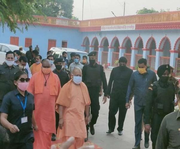 शक्तिपीठ देवीपाटन में चल रहे अनुष्ठान में CM योगी ने दी पूर्णाहुति
