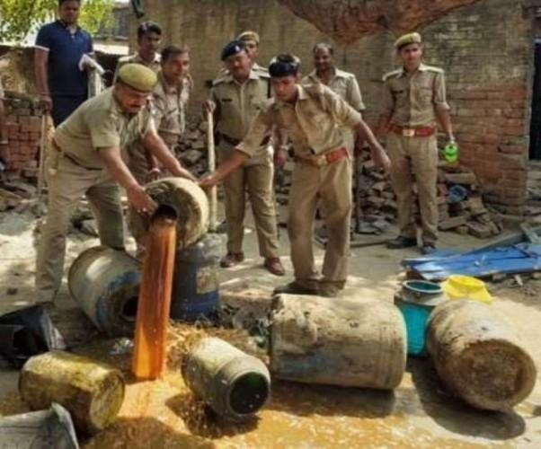 उत्तर प्रदेश में अवैध शराब के धंधा पर आबकारी विभाग का कसा शिकंजा, 16 नवंबर तक चलेगा विशेष अभियान