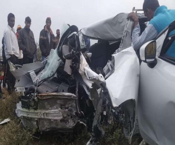 सिद्धार्थनगर में बड़ा सड़क हादसा, अनियंत्रित कार पलटी- एक ही परिवार के पांच समेत छह की मौत
