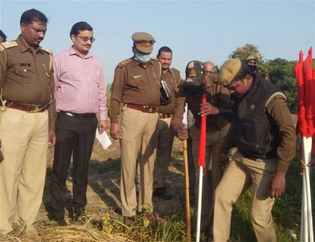 आजमगढ़ में कुख्यात माफिया कुंटू सिंह की एक करोड़ की संपत्ति कुर्क, प्लाट पर प्रशासन ने लगाई लाल झंडी