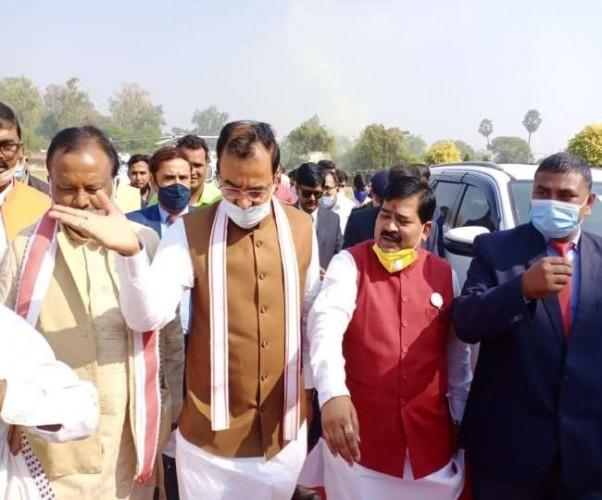 उप मुख्यमंत्री केशव प्रसाद मौर्य पहुंचे प्रतापगढ़, बोले-किसानों को भड़का रही कांग्रेस