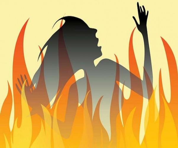 बहराइच में बहू ने सास पर पेट्रोल डालकर जिंदा जलाया  ; हालत गंभीर