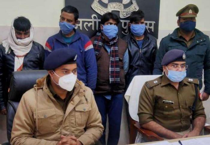 अलीगढ़ में बदमाशों ने डाली थी डकैती, चार गिरफ्तार
