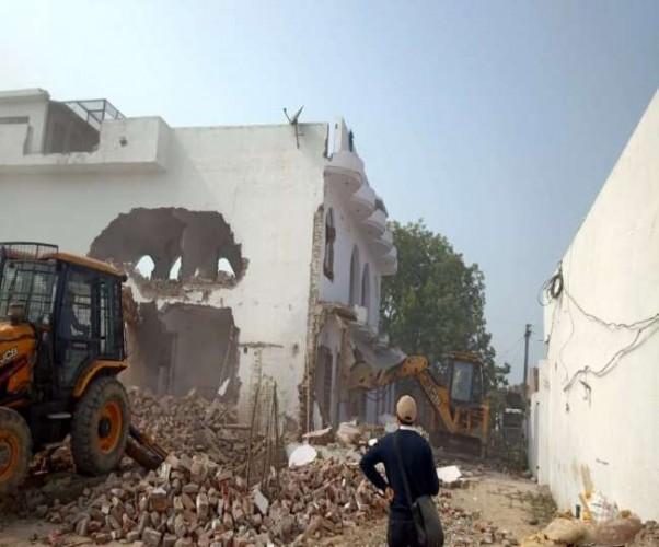 अतीक अहमद के करीबी एजाज का तीन मंजिला मकान पीडीए ने कर दिया जमींदोज