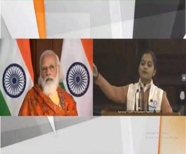 पीएम नरेंद्र मोदी ने ध्यान से सुना कानपुर की मुदिता मिश्रा का भाषण