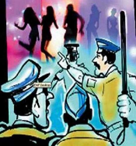हमीरपुर में जुआ पकडऩे गए चौकी इंचार्ज को महिलाओं ने पीटा
