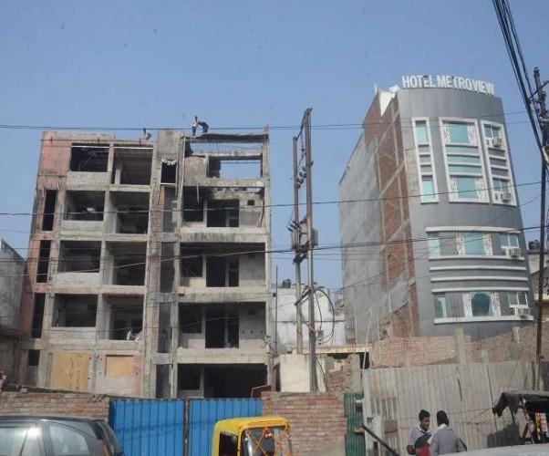 LDA की ड्रिल मशीनों ने छलनी की लखनऊ के होटल विराट की छत, गिराईं दीवारें