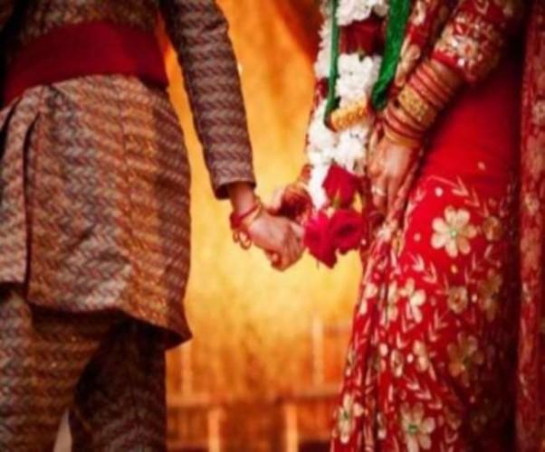 शिकायत लेकर थाने पहुंची युवती, SSP ने ऑफिस में ही सिपाही से करवा दी शादी