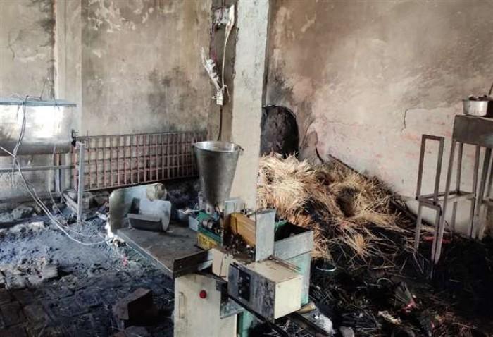 भदोही जिले में अगरबत्ती के कारखाने में लगी भीषण आग