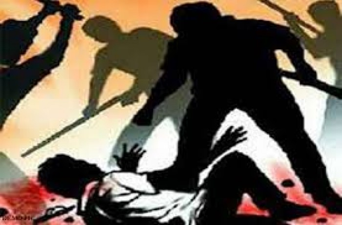 बलरामपुर में लोहे की पाइप से पीट-पीटकर अधेड़ की हत्या, पोता गिरफ्तार-भतीजा फरार