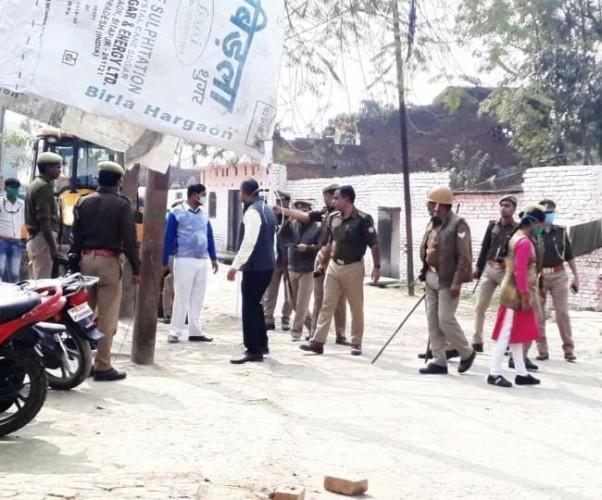 सीतापुर में बाग पर कब्जेदारी को लेकर दो पक्ष भिड़े, महंत बजरंग दास व गनर समेत पांच घायल
