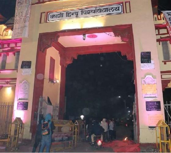 बीएचयू के बिड़ला सी छात्रावास में अब पिस्टल मिलने से छात्र आक्रोशित