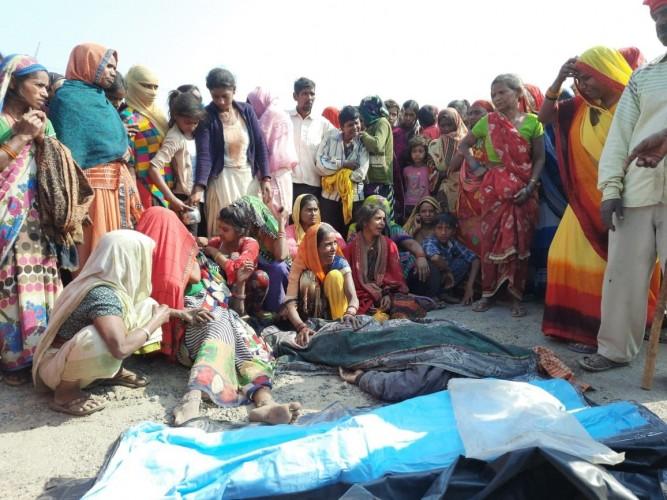 युवक की सडक दुर्घटना मे मौत, ग्रामीणों ने किया हंगामा