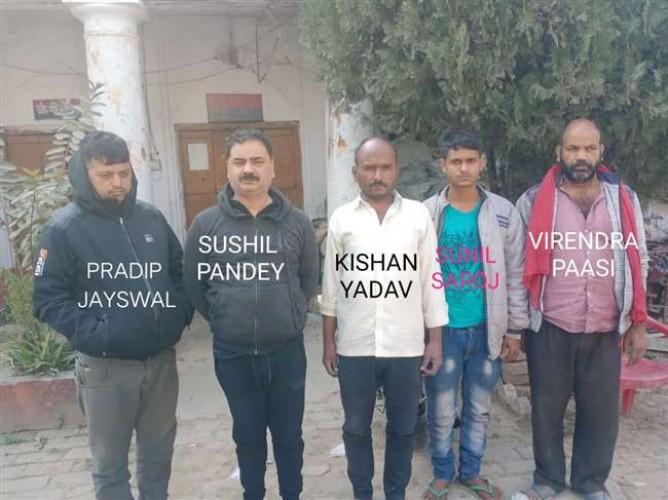 वाराणसी  में एक गोदाम से एक करोड़ की फेंसाडिल सीरप बरामद, पांच तस्कर गिरफ्तार