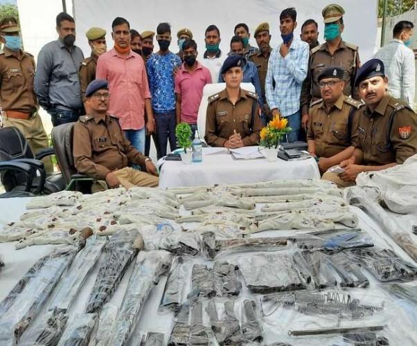 फर्रुखाबाद में असलहा फैक्ट्री का भंडाफोड़, चार अरेस्ट