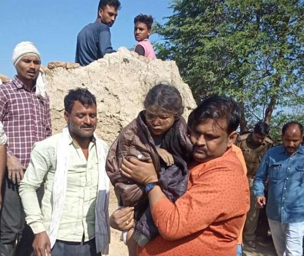 कानपुर में दो दिन तक कुएं में बेसुध पड़ी रही मासूम