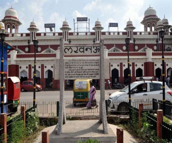 लखनऊ में रेलवे स्टेशन पर प्लेटफॉर्म टिकट मिलना शुरू, अब लगेंगे सिर्फ दस रुपये