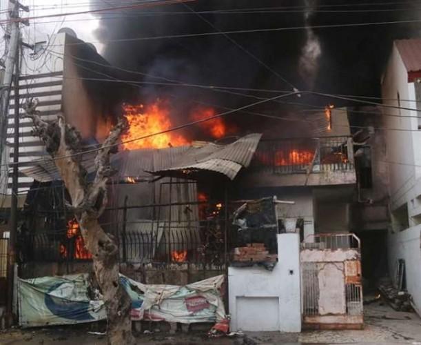 रतनलाल नगर में टेंट हाउस के गोदाम में भीषण आग,