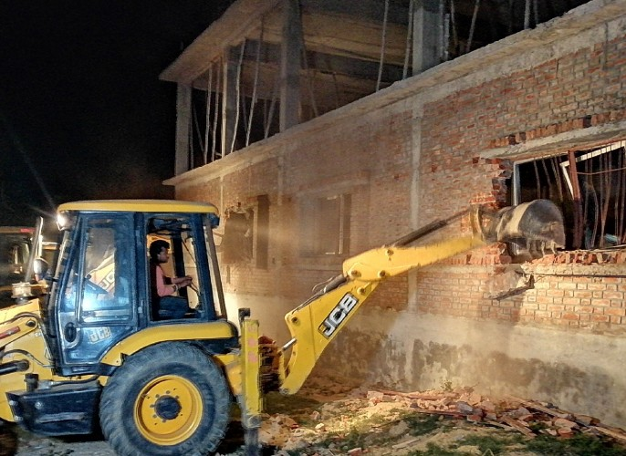 आजमगढ़ में कुख्यात कुंटू सिंह के पाॅलीटेक्नक काॅलेज पर चला बुलडोजर, ढाई करोड़ की संपत्ति कुर्क
