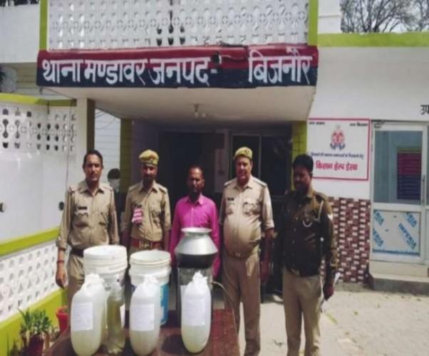 बिजनौर में अवैध रूप से बन रही थी शराब, पुलिस ने की कार्रवाई, आरोपित गिरफ्तार