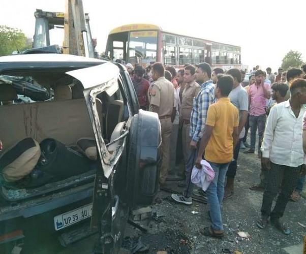 अजगैन में कार और बस की भिड़ंत में दो की मौत की माैत