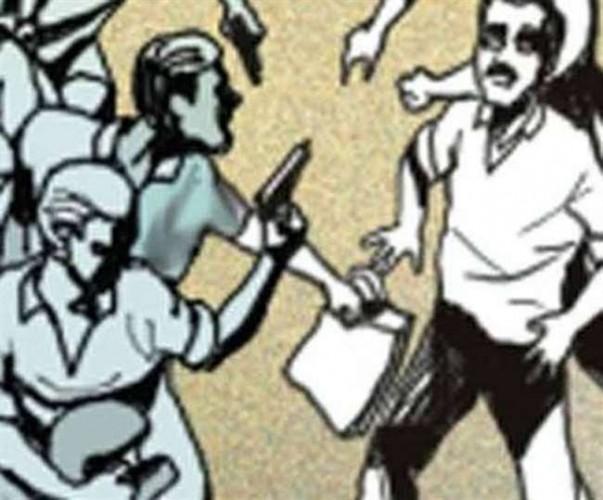 बुलंदशहर में बदमाशों ने बीयर के ठेके के सेल्समैन को गोली मारकर सवा लाख की नकदी लूटी